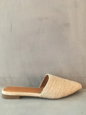 beige rotan slipper logo