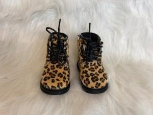 bottine leopard  logo