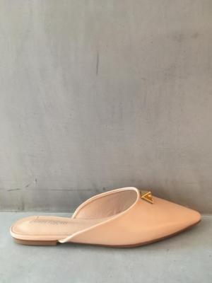 beige slipper logo
